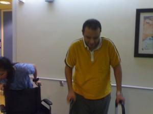 المشي ليس سهلا كما كان قبل الحادث فيحتاج الكثير والكثير من التركيز وتحمل الالم !